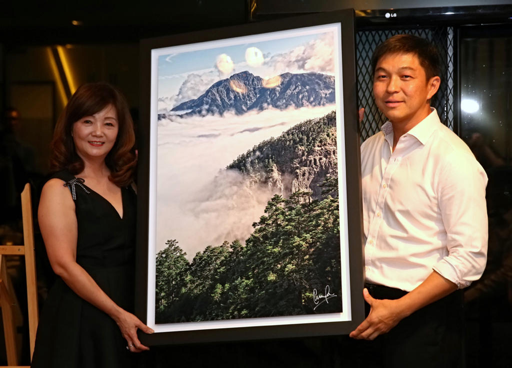 Speaker of Parliament's photo prints help raise S$120,000 for TODAY Enable Fund
