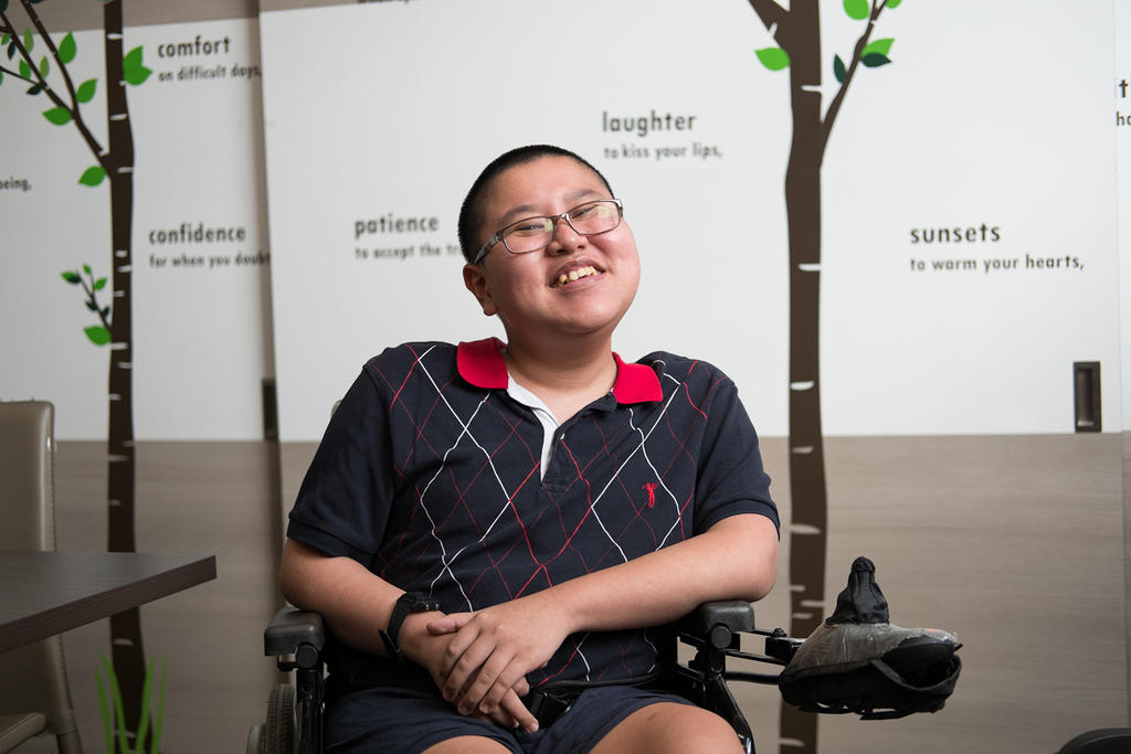 Teen with muscular dystrophy wants to make others happy