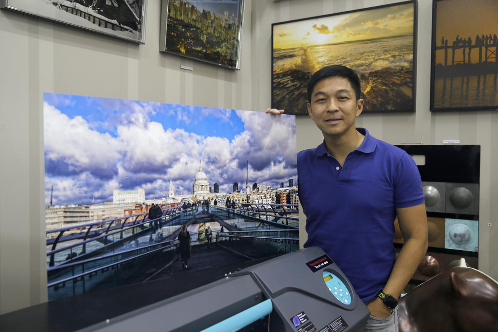 Speaker Tan Chuan-Jin donates photos to raise funds for special-needs community
