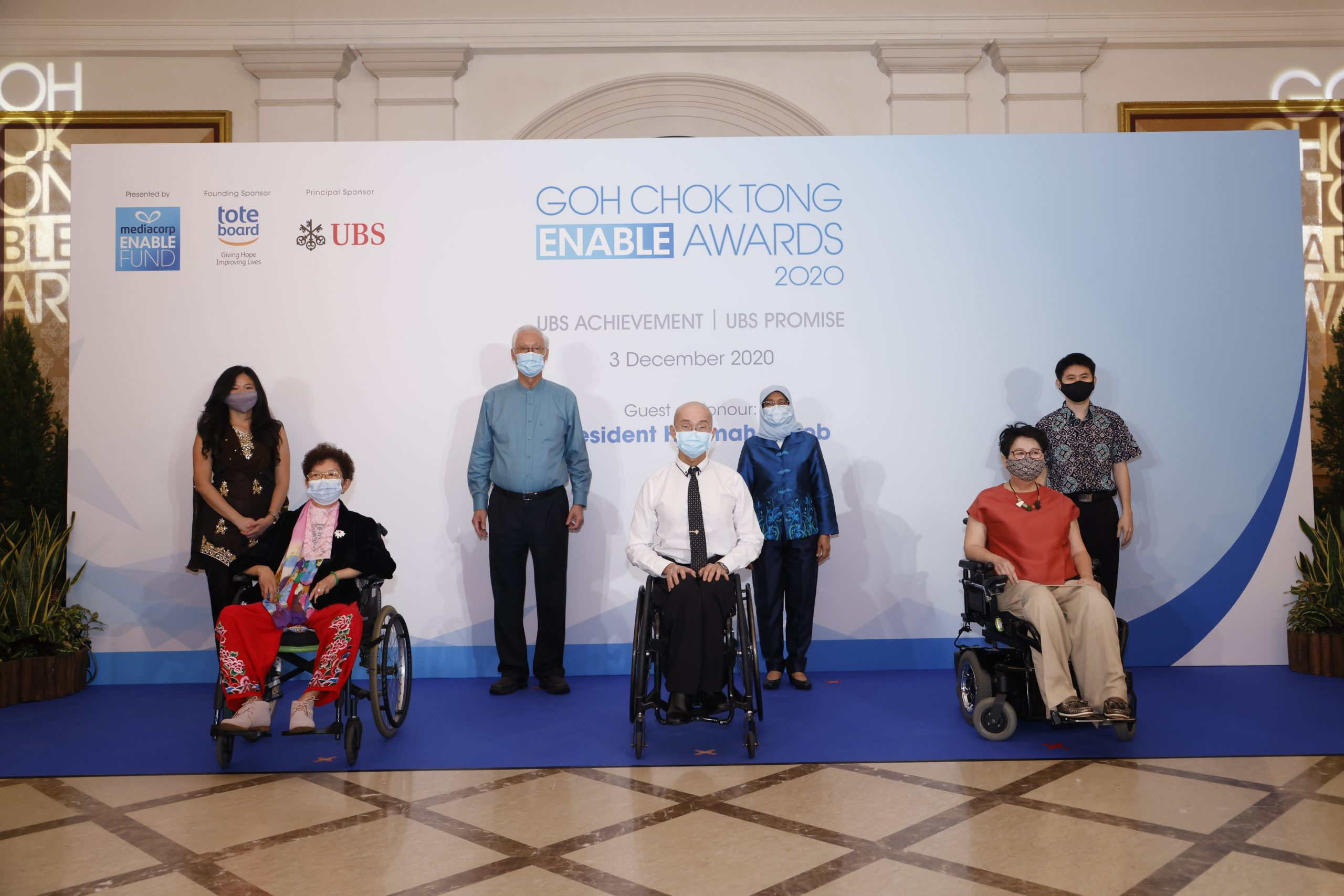 Photo shows Goh Chok Tong Enable Awards 2020 (UBS Achievement) awardees with President and ESM Goh Chok Tong.